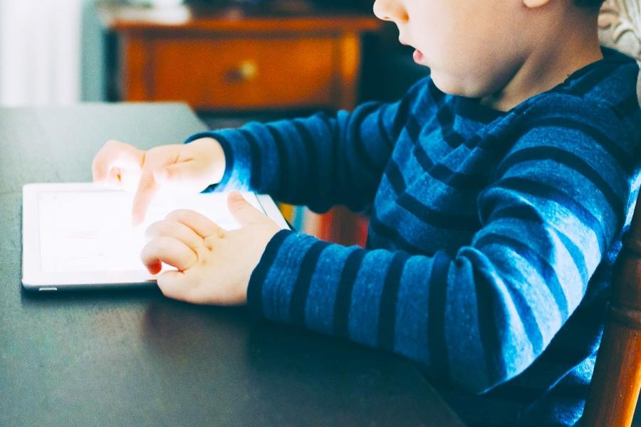 Trẻ em và máy tính bảng: 7 lời khuyên dành cho cha mẹ