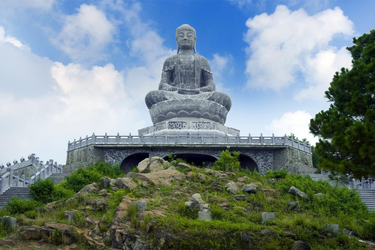 Càng sùng bái tượng Phật, con người càng xa rời Phật tính