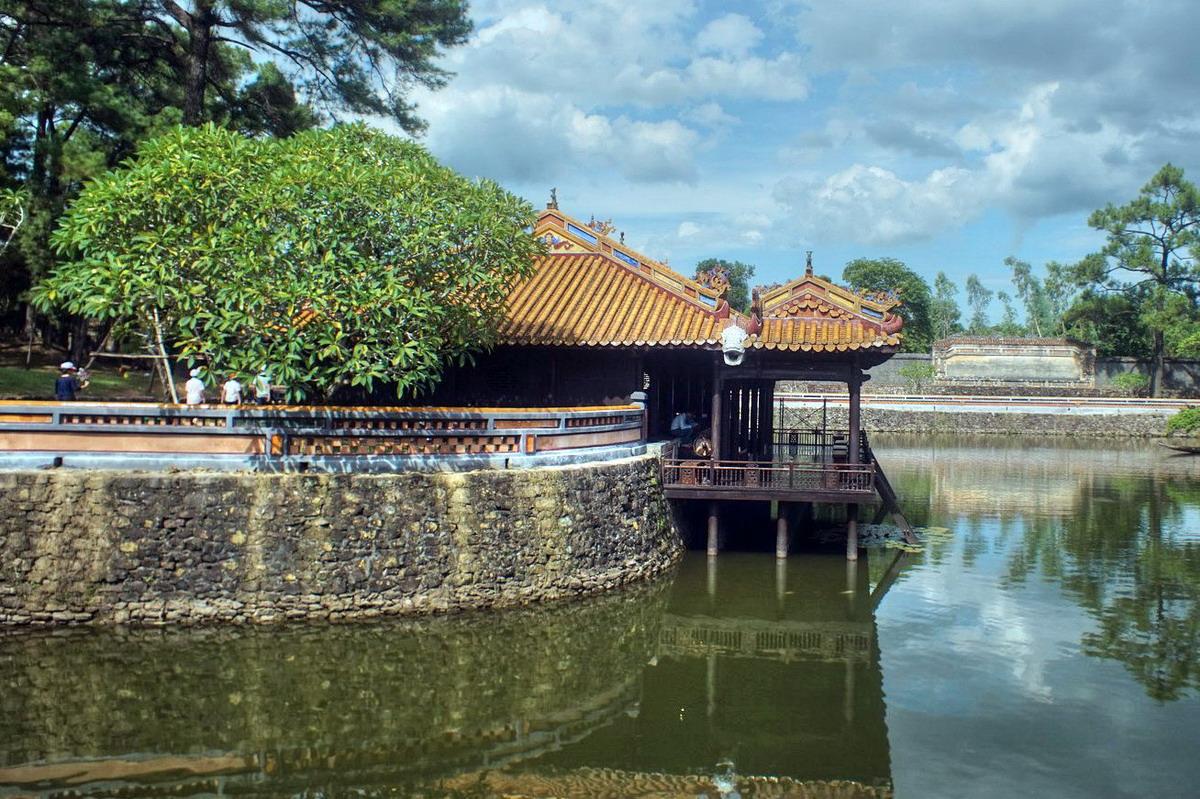 Vì sao tư tưởng canh tân của Nguyễn Trường Tộ không thành?