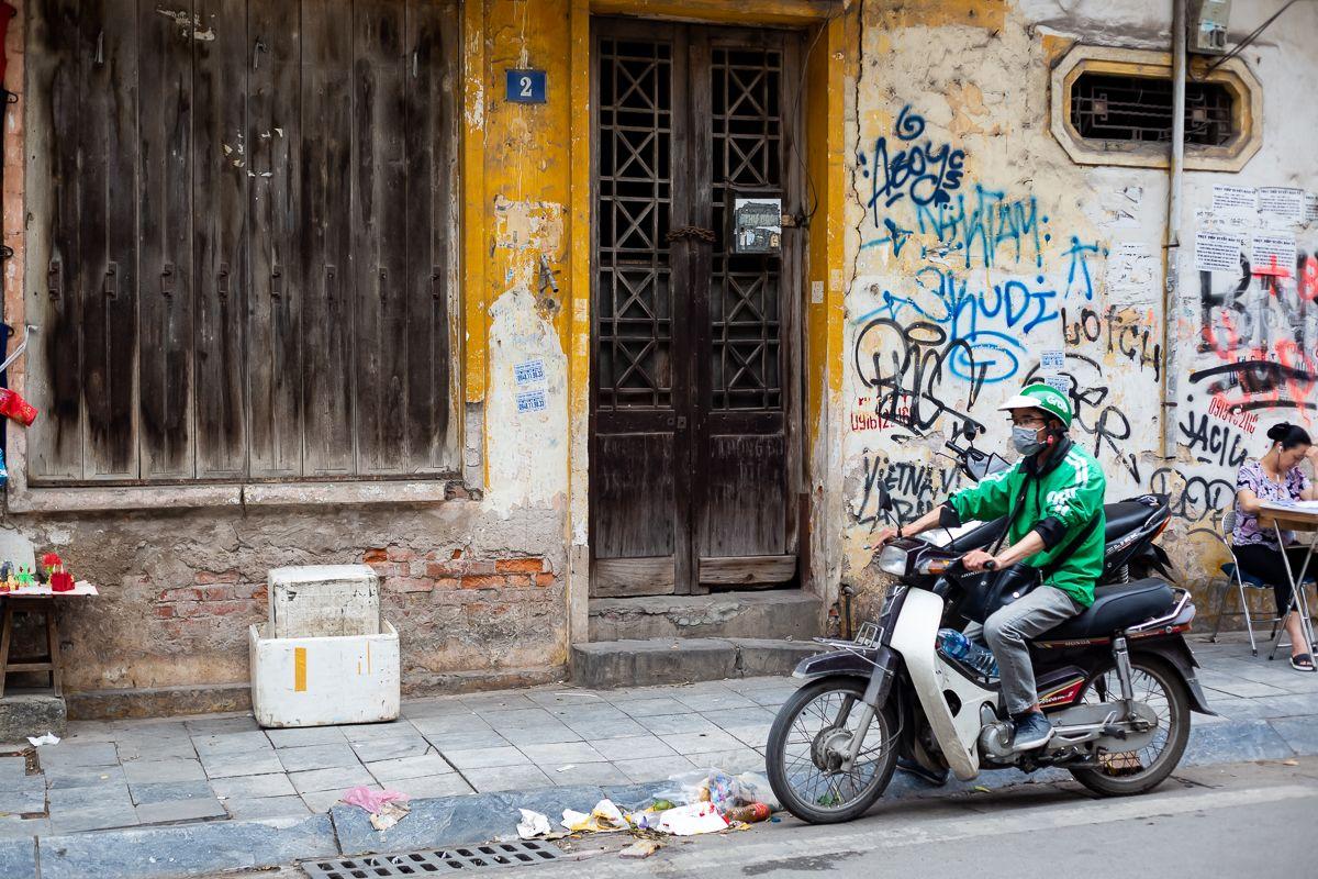 Vì sao sinh viên mới ra trường ở Việt Nam khó tìm được việc làm tử tế?