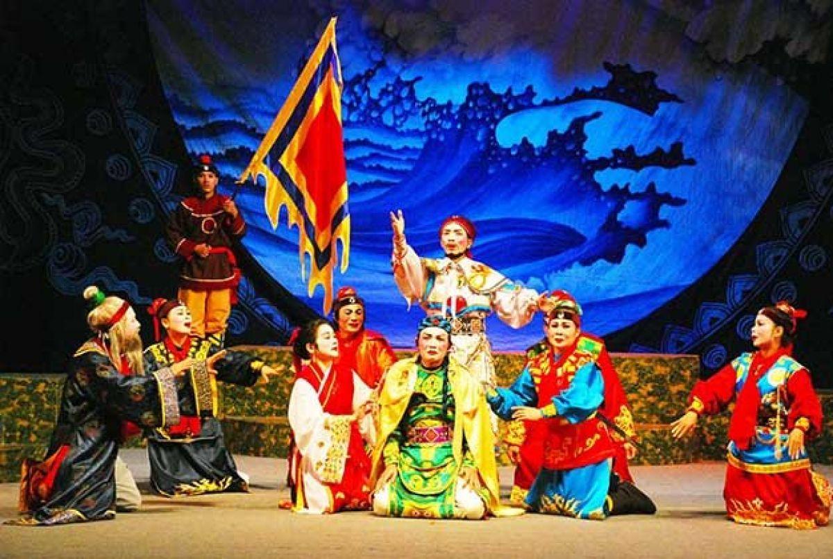 Nghệ thuật sân khấu dân tộc: Bao giờ cho đến ngày xưa?