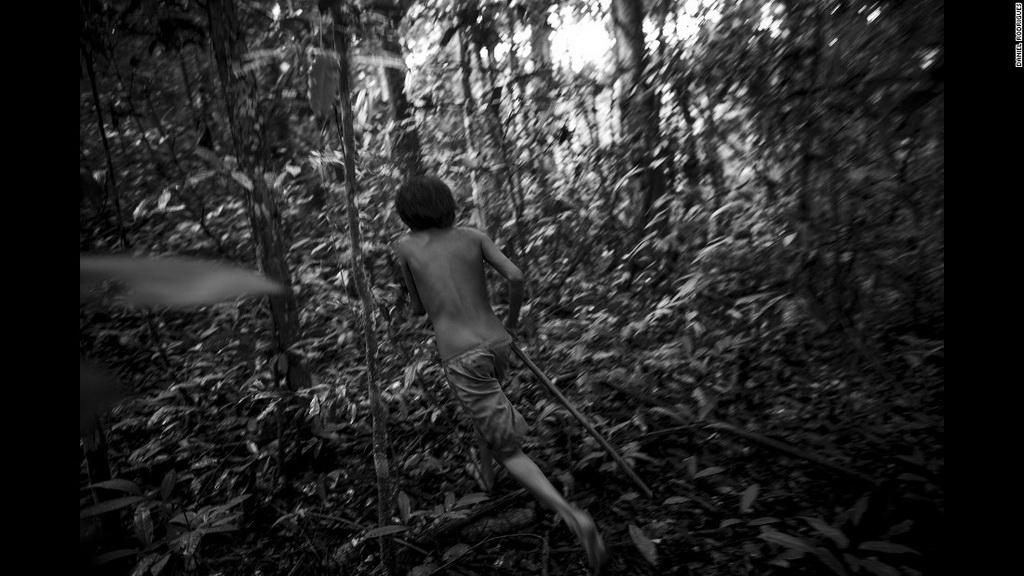 """""""Đi bộ hàng giờ qua khu rừng nguyên sinh, băng qua sông suối và thác ghềnh với mực nước lên đến cổ hay lắng nghe tiếng hát của người thợ săn khi họ đi bộ về nhà với con mồi lớn cùng dự định chia sẻ nó với mọi người là những trải nghiệm thú vị, hoàn toàn có thể thay đổi suy nghĩ của nhiều người""""."""
