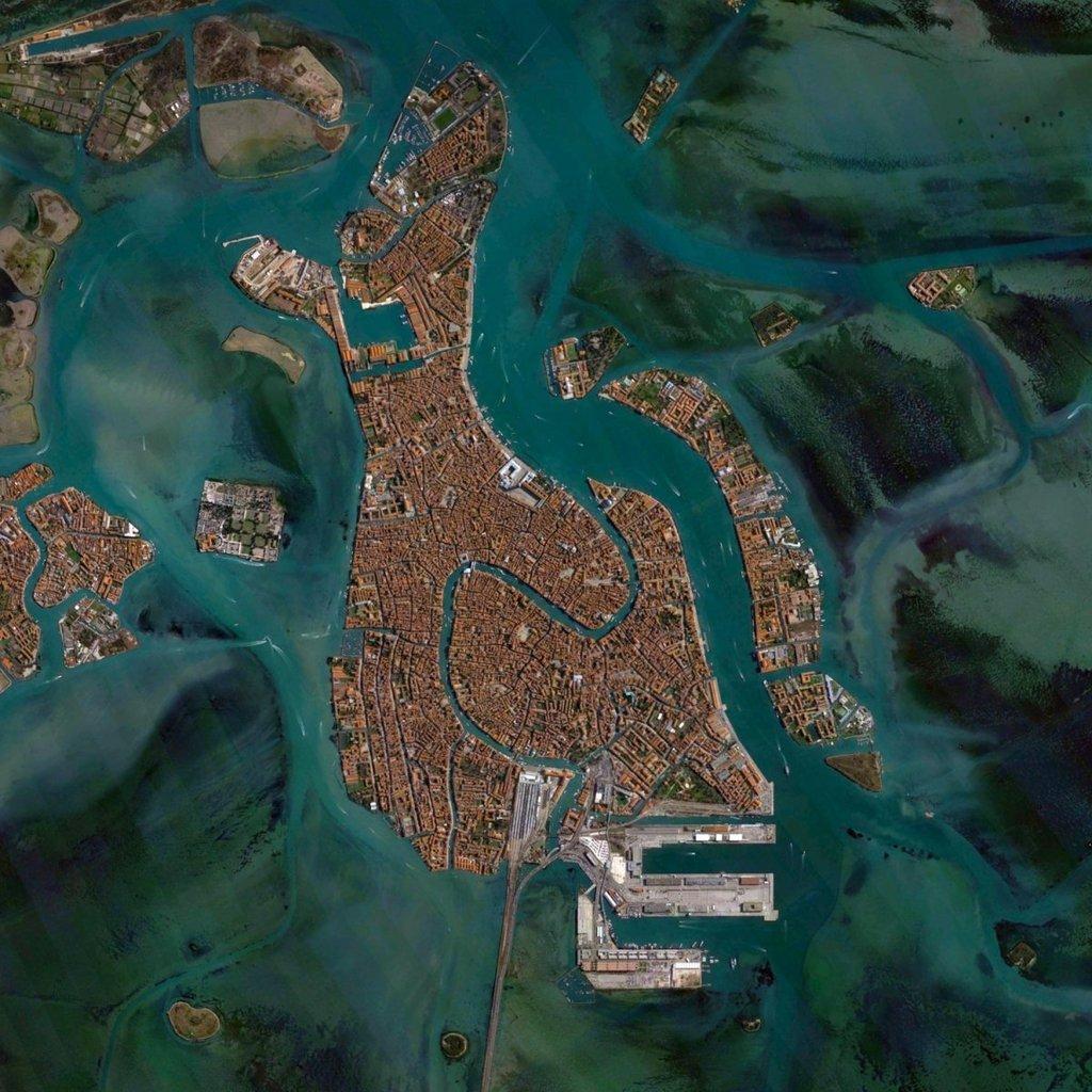 Thành phố nổi Venice của Italy nằm trên 118 hòn đảo nhỏ với hệ thống kênh rạch chằng chịt.