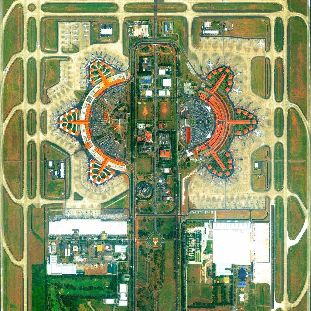 Toàn cảnh sân bay quốc tế Soekarno-Hatta ở thủ đô Jakarta của Indonesia nhìn từ không trung. Soekarno-Hatta xếp thứ 9 trong số sân bay bận rộn nhất trên thế giới, phục vụ khoảng 57.800.000 lượt khách mỗi năm.