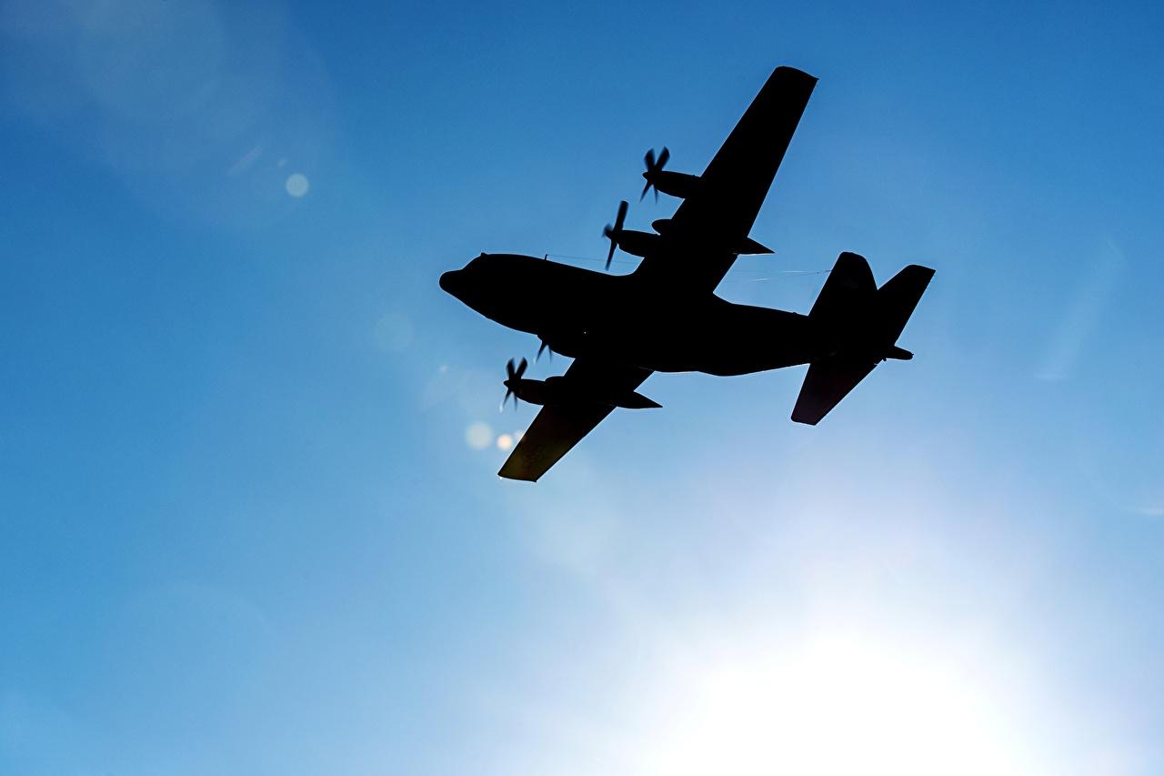 Biến C-130 thành máy bay ném bom bảo vệ Trường Sa