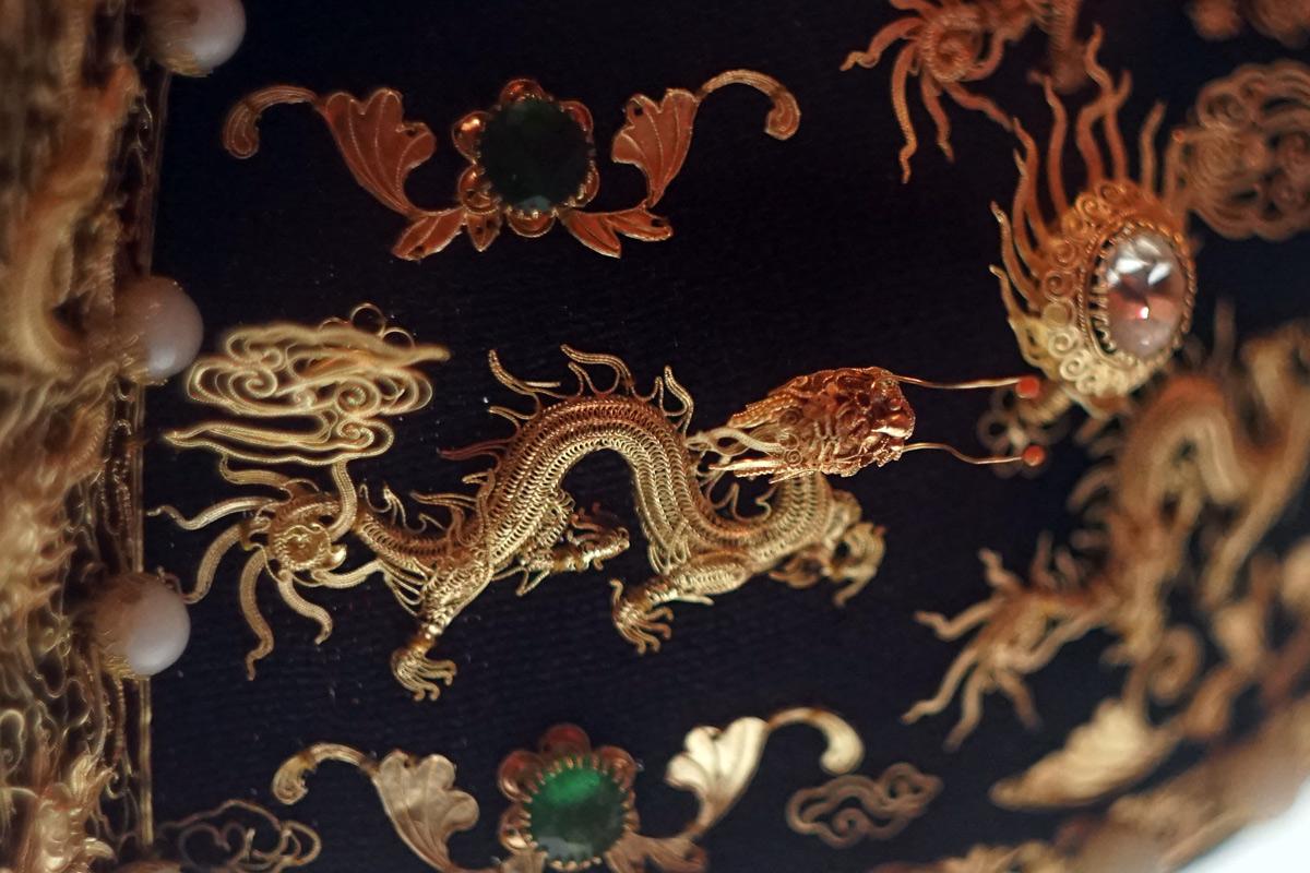 Chùm ảnh: 'Vương miện' gắn 35 con rồng bằng vàng ròng của vua nhà Nguyễn