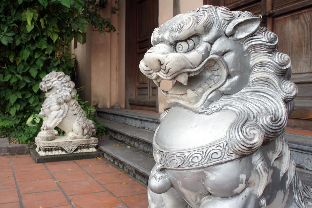 Bàn về hiểm họa văn hóa lai căng ở Việt Nam