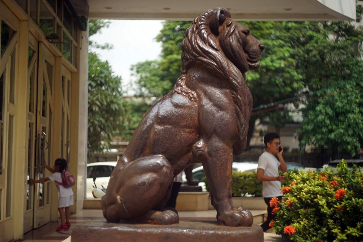 Chùm ảnh: Cặp sư tử bằng đồng trăm tuổi có lý lịch đặc biệt của Hà Nội