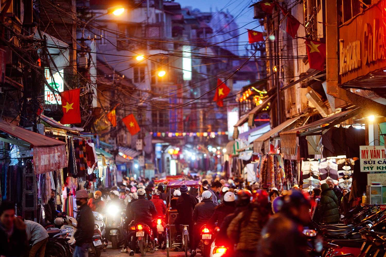 Nói về 'bệnh' nể sợ người nước ngoài ở Việt Nam