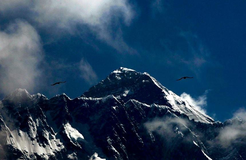Lời cảnh báo về biến đổi khí hậu từ những xác người phơi bày trên đỉnh Everest