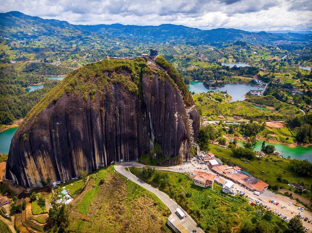 Chùm ảnh:  El Penol – Hòn đá nguyên khối cao hơn 200 m ở Colombia