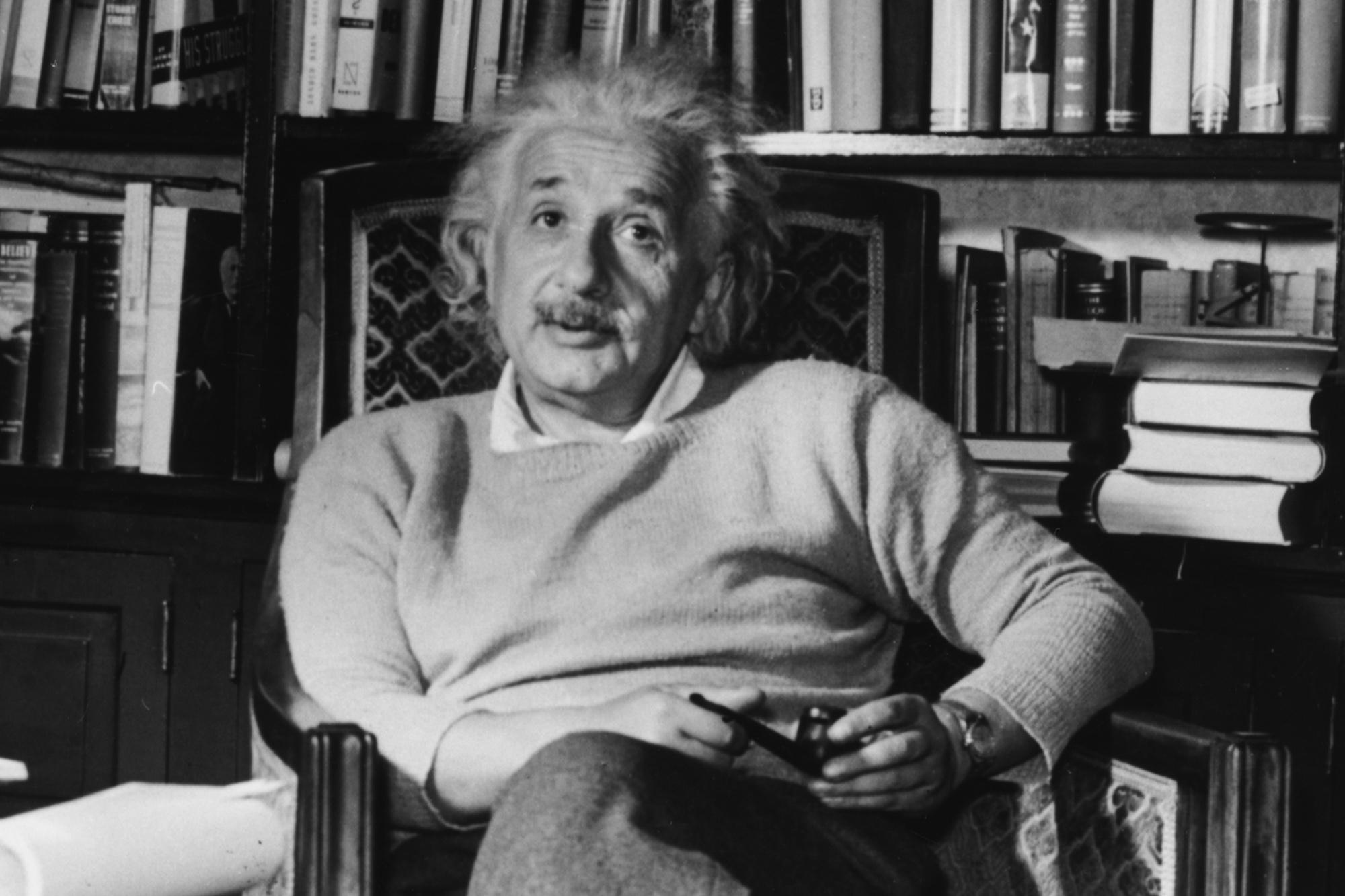 Chủ nghĩa xã hội qua góc nhìn của Albert Einstein