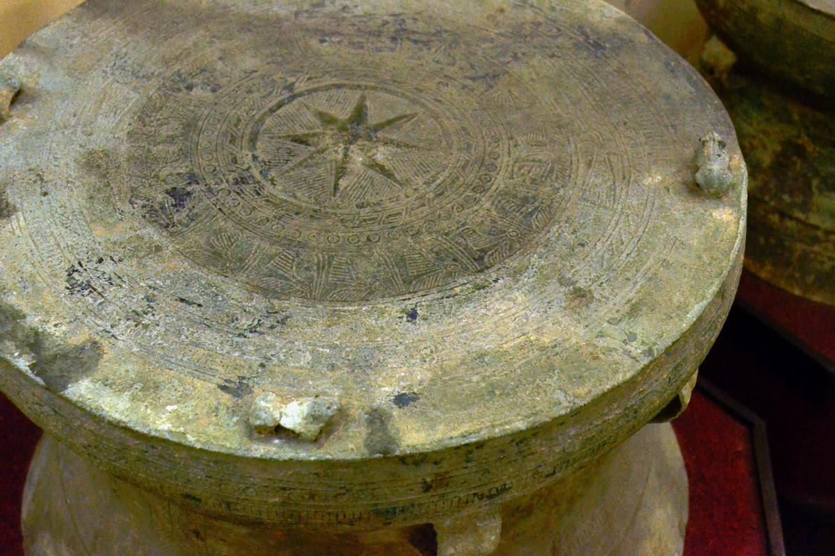 Một góc nhìn về khoảng trống lịch sử của người Việt từ chiếc trống đồng