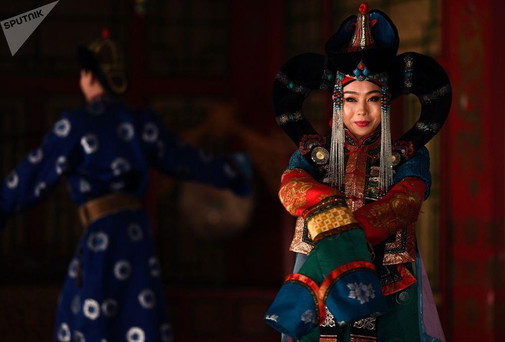 Leu Yurt, dan du muc, tuong Thanh Cat Tu Han dua du khach den Mong Co hinh anh 17