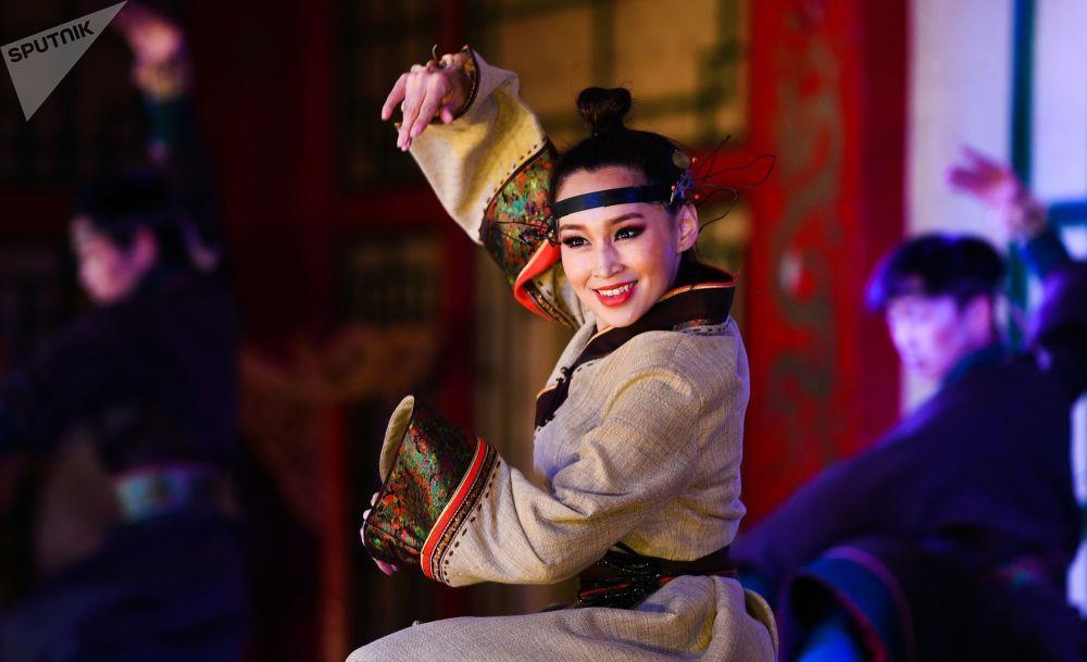 Leu Yurt, dan du muc, tuong Thanh Cat Tu Han dua du khach den Mong Co hinh anh 7