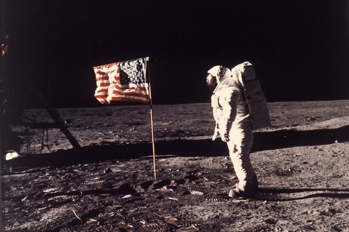 10 lý do để nghi ngờ Armstrong chưa từng lên mặt trăng