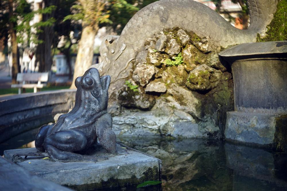 Chùm ảnh: Đài phun nước 'con cóc' bên hồ Gươm và những bí mật ít ai biết