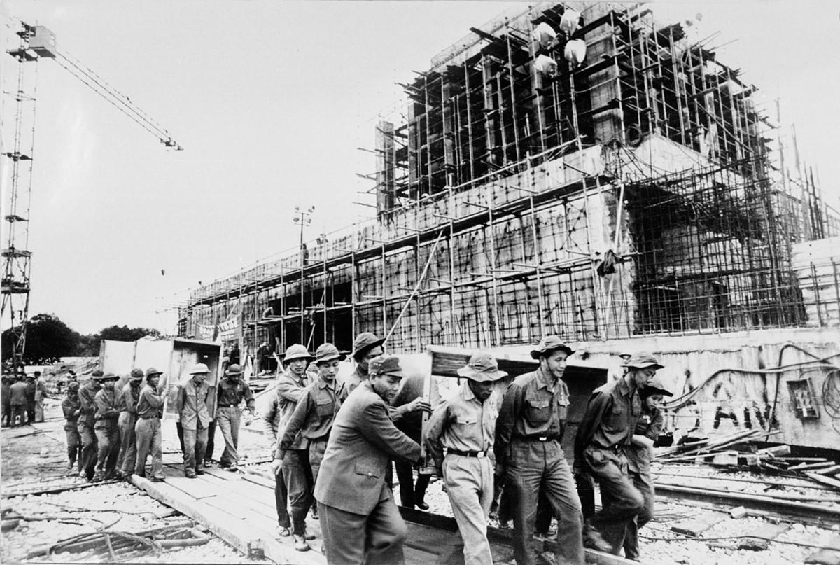 Hình ảnh lịch sử về 2 năm xây dựng Lăng Chủ tịch Hồ Chí Minh