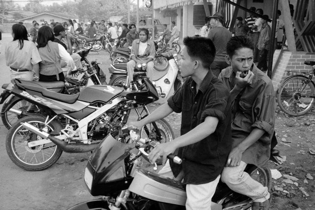Thành phố Vientiane thập niên 1990 qua ảnh của John Vink