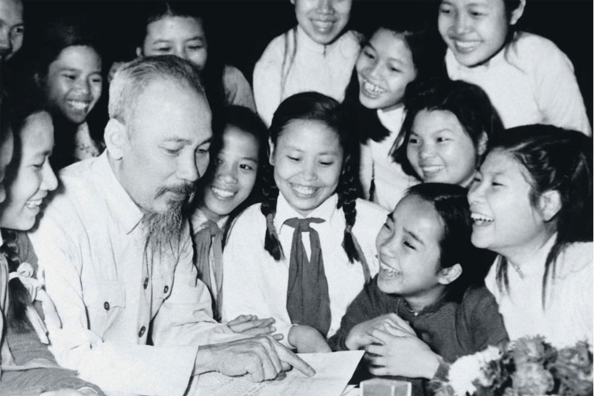 Quan điểm của Chủ tịch Hồ Chí Minh về việc 'trồng người'