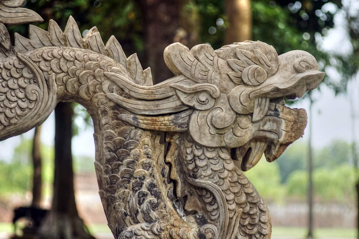 Giải mã các chứng bệnh lạ lùng của vua chúa Việt