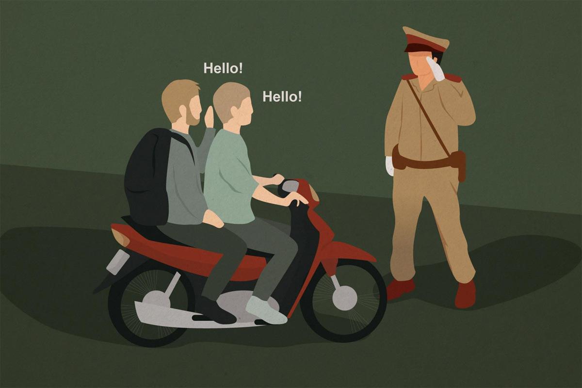Khi 'Tây' và 'ta' cùng 'học' nhau cách né cảnh sát giao thông khi vi phạm