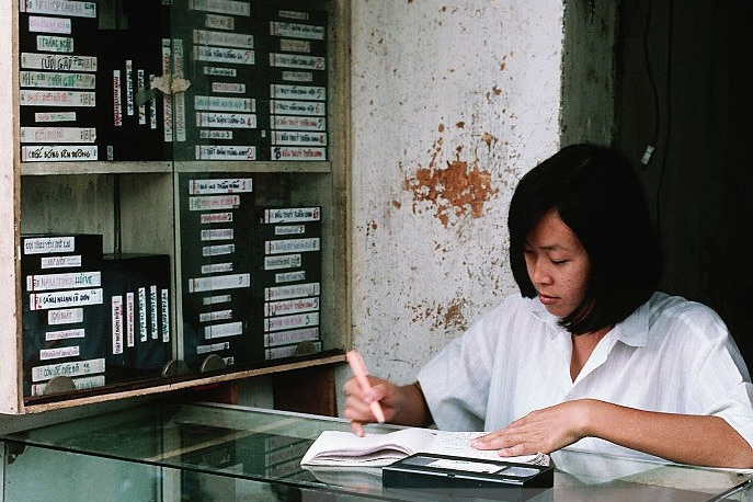Việt Nam thập niên 1990 'sống động đậy' qua 78 bức ảnh của Owen Franken
