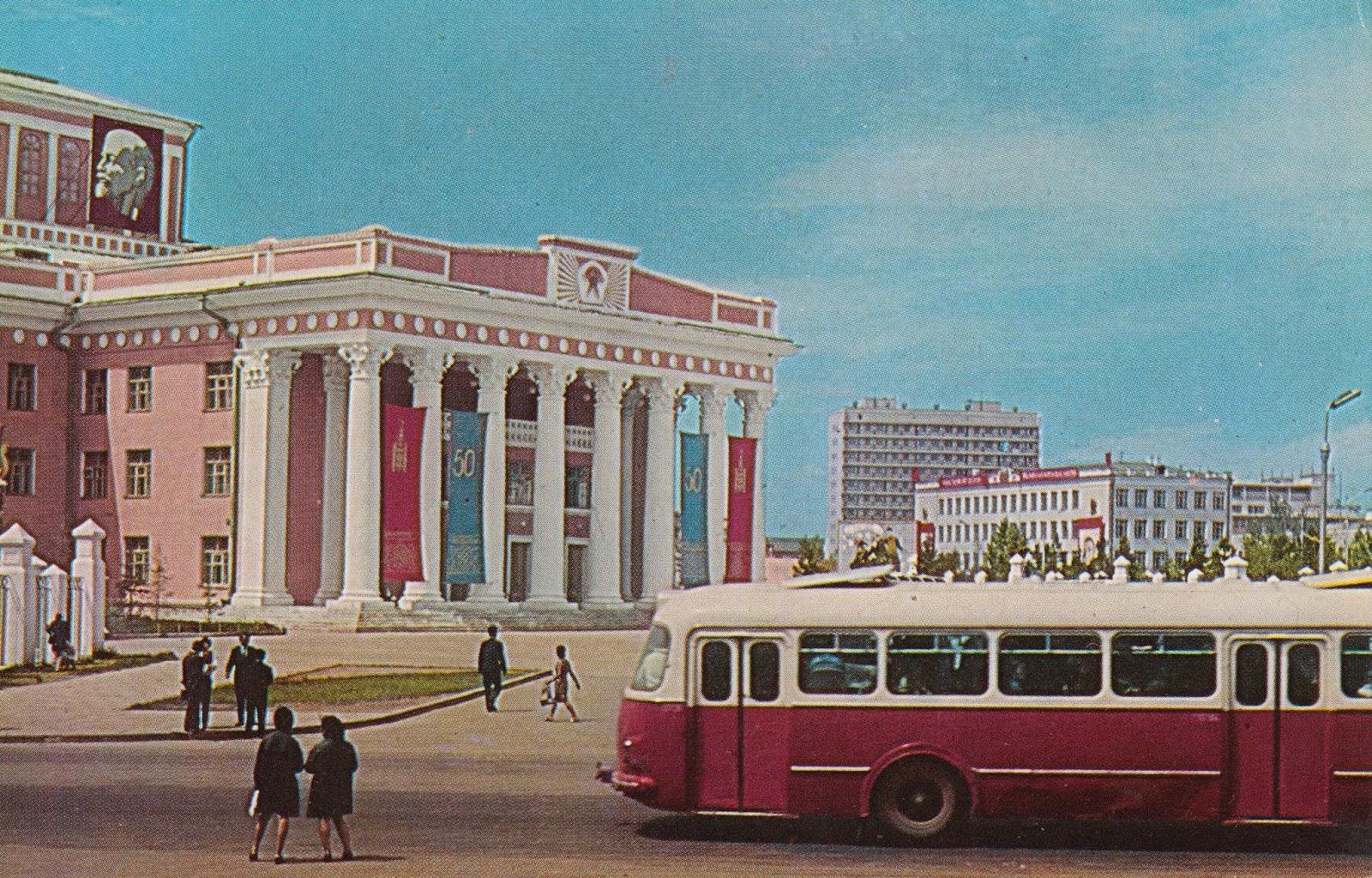 Thế kỷ 20: Mông Cổ tồn tại ra sao giữa hai 'người khổng lồ' Liên Xô và Trung Quốc?