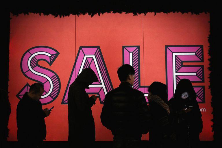 Hệ lụy của chủ nghĩa tiêu dùng: Từ thế giới đến Việt Nam