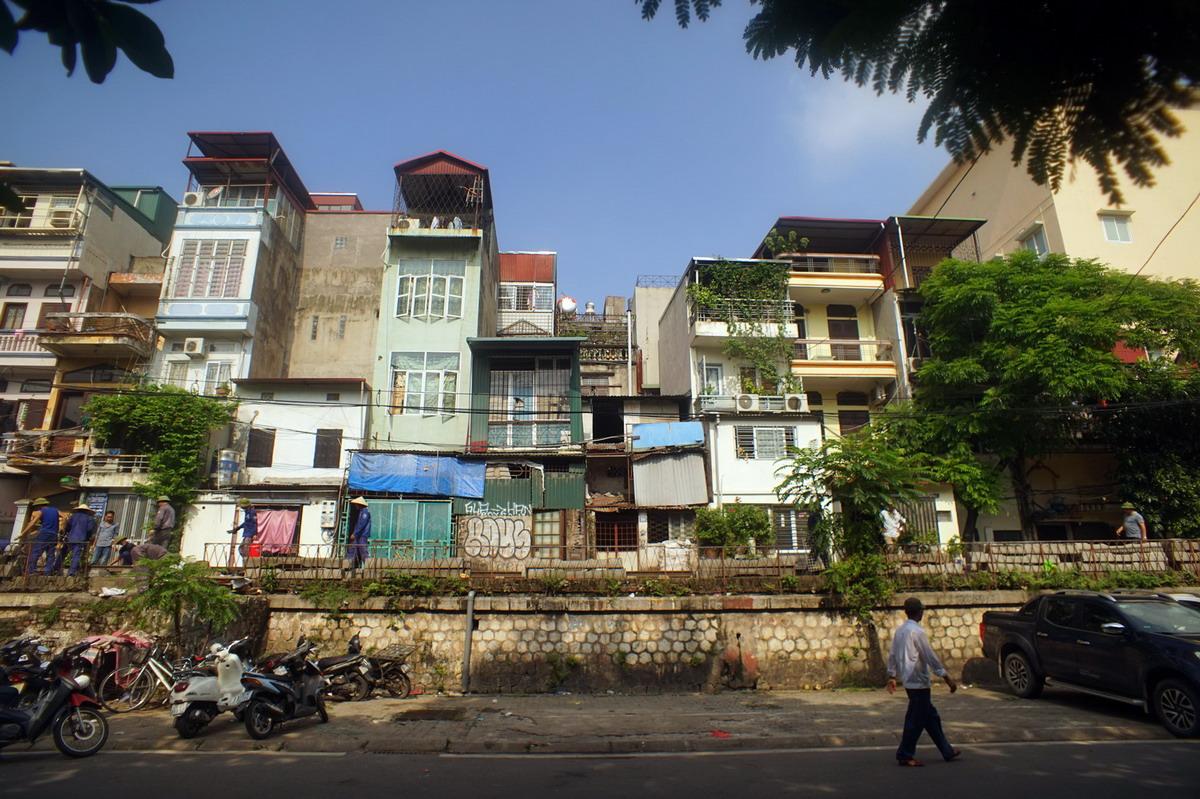 Nhà ống và đường sống 'không lối thoát' của cư dân đô thị Việt Nam