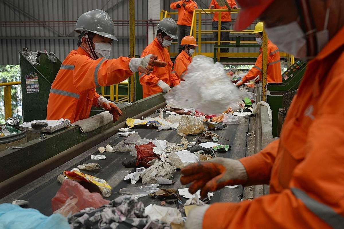 Xử lý rác ở Singapore: 90% rác biến thành điện, 10% trở thành đảo du lịch