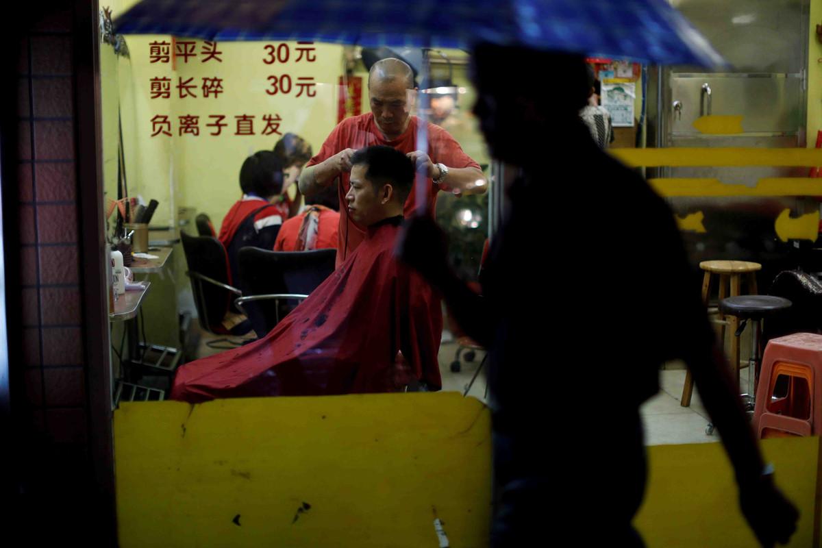 Tiem massage truyen thong, lang do thi trong long Quang Chau hinh anh 11
