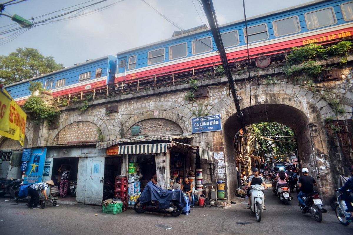 Chùm ảnh: Ga Long Biên – ga tàu hỏa kỳ lạ nhất Việt Nam