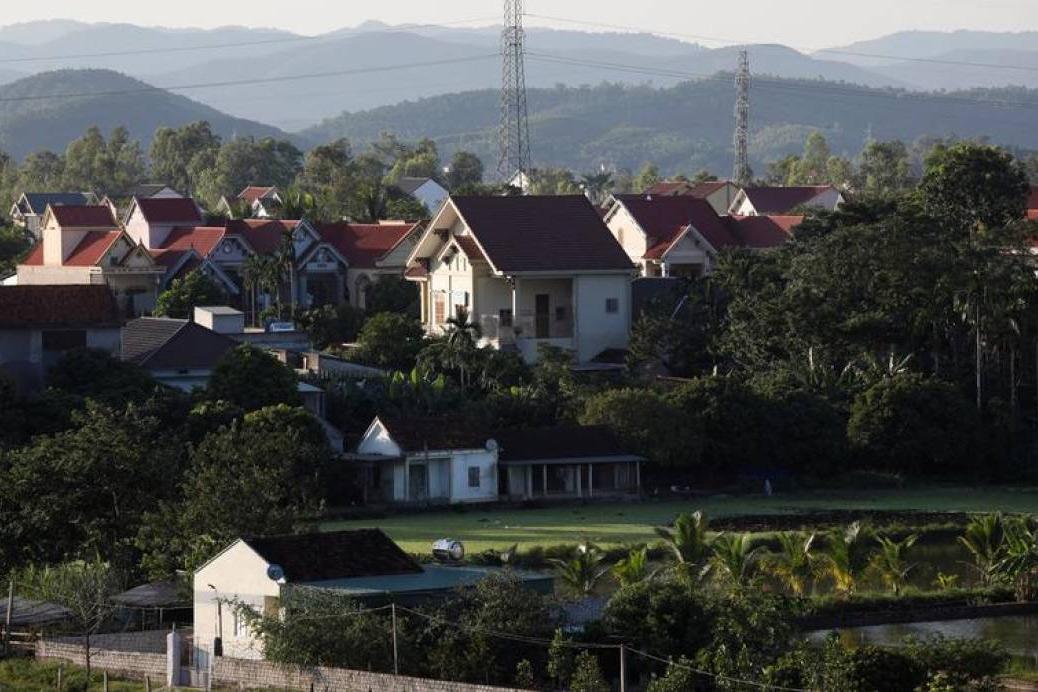 Reuters: Vì sao có những người Việt bán nhà, bán đất để 'đi Tây'?