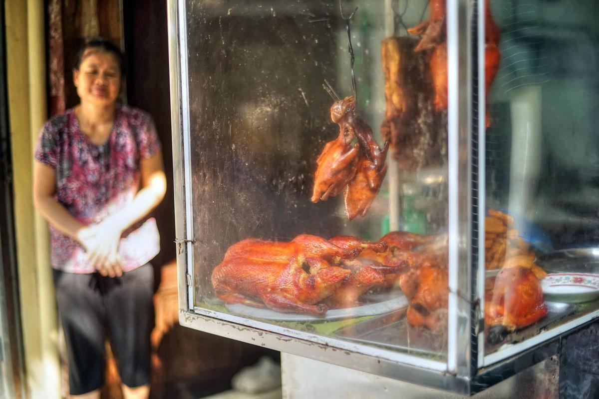 Chùm ảnh: Phố Hàng Buồm – khu phố người Hoa nổi tiếng ở Hà Nội xưa