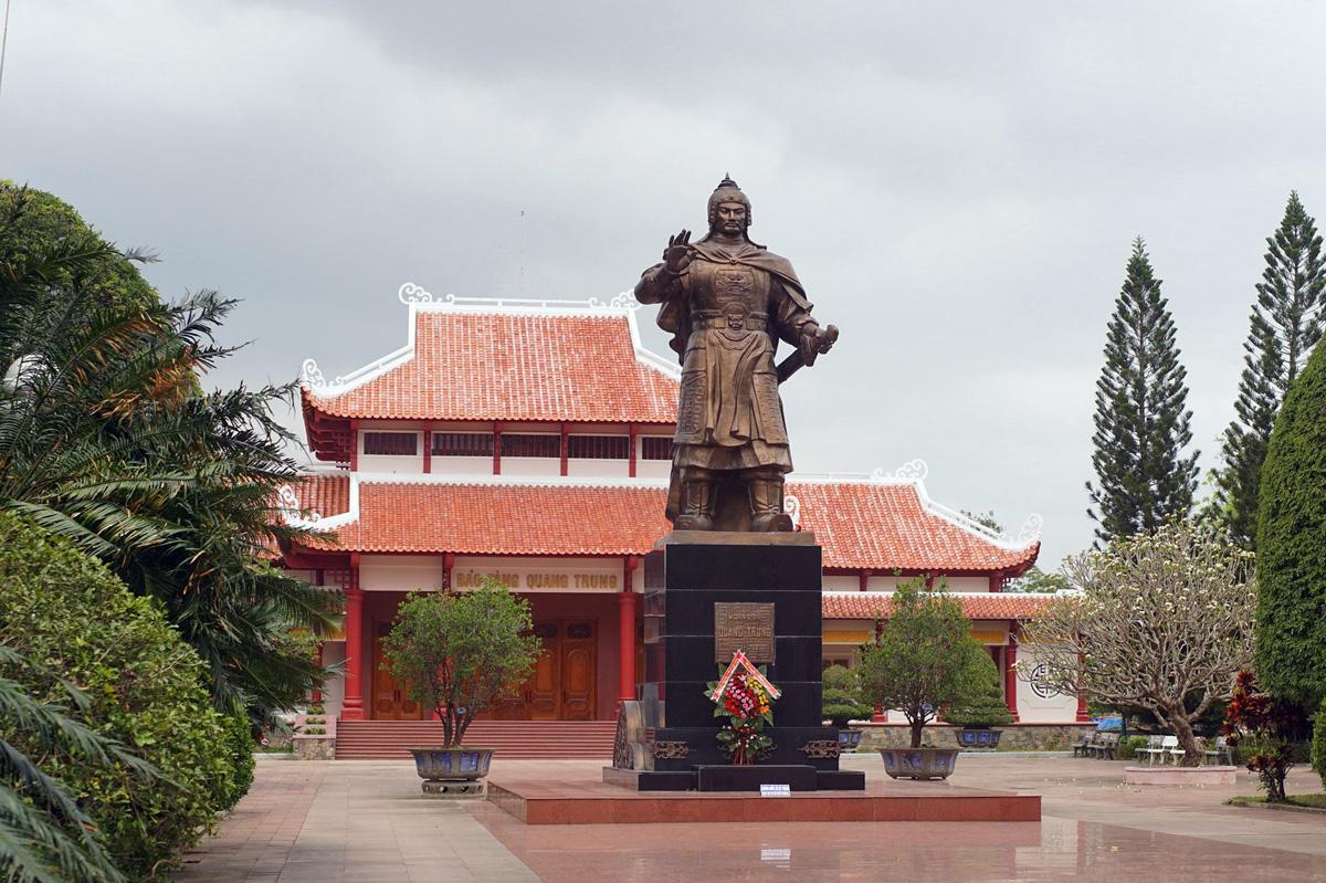 Vua Quang Trung 'giả' và chuyến đi sứ Trung Quốc lạ lùng nhất sử Việt
