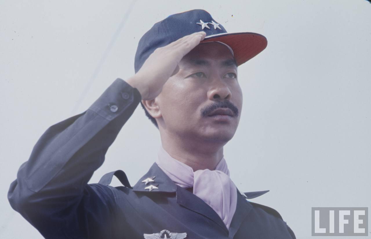 Chuyện tướng Nguyễn Cao Kỳ đi đá gà bằng trực thăng