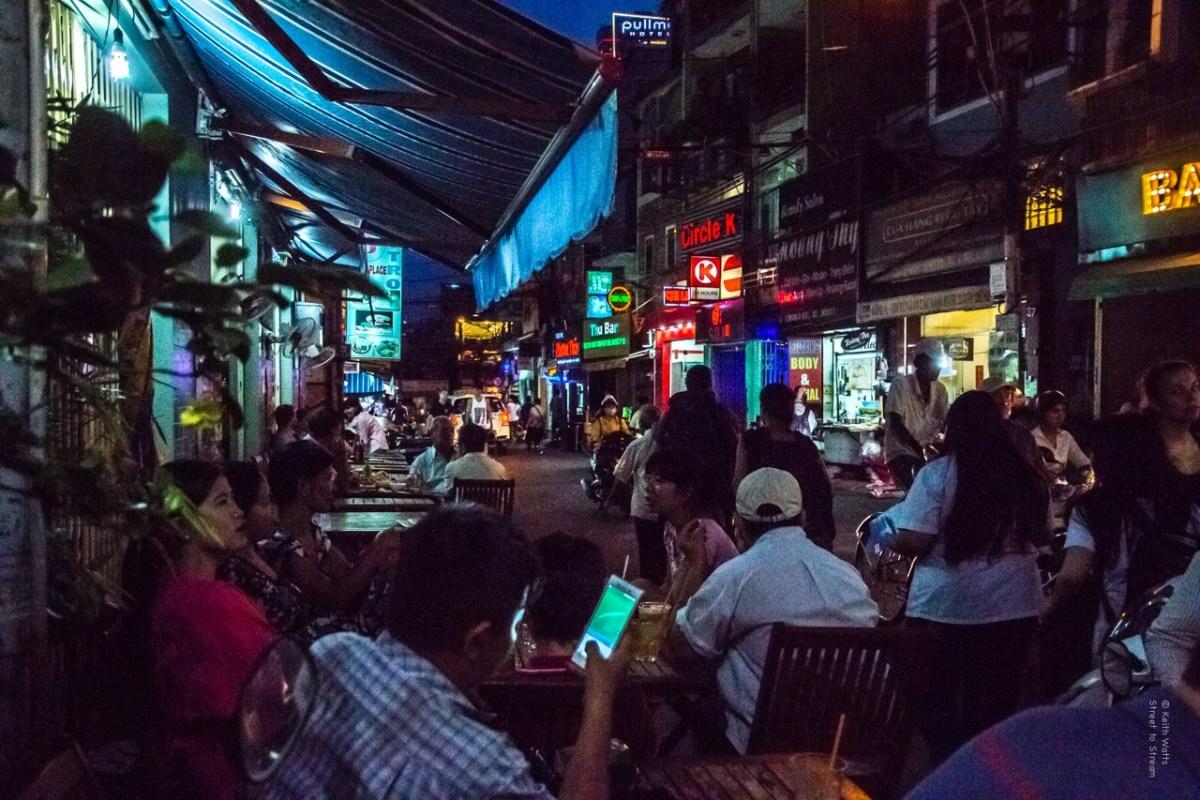 Chuyện người Việt 'ngọng' tiếng mẹ đẻ