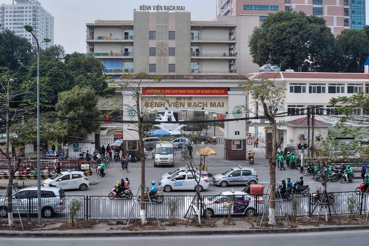 Từ chuyện 'khám giáo sư', 'giường bệnh 5 sao' ở Bệnh viện Bạch Mai