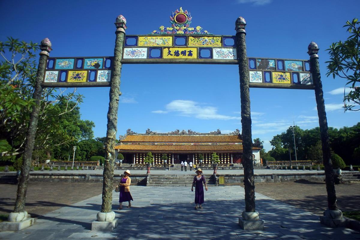 Bộ máy tổ chức ăn uống của vua Nguyễn qua góc nhìn của bác sĩ Pháp