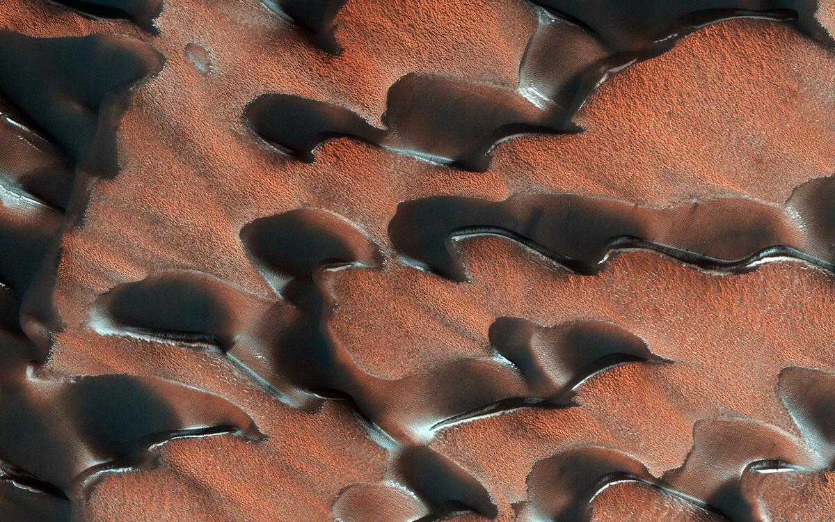 Chùm ảnh: Cảnh sắc kỳ diệu của mùa đông trên sao Hỏa