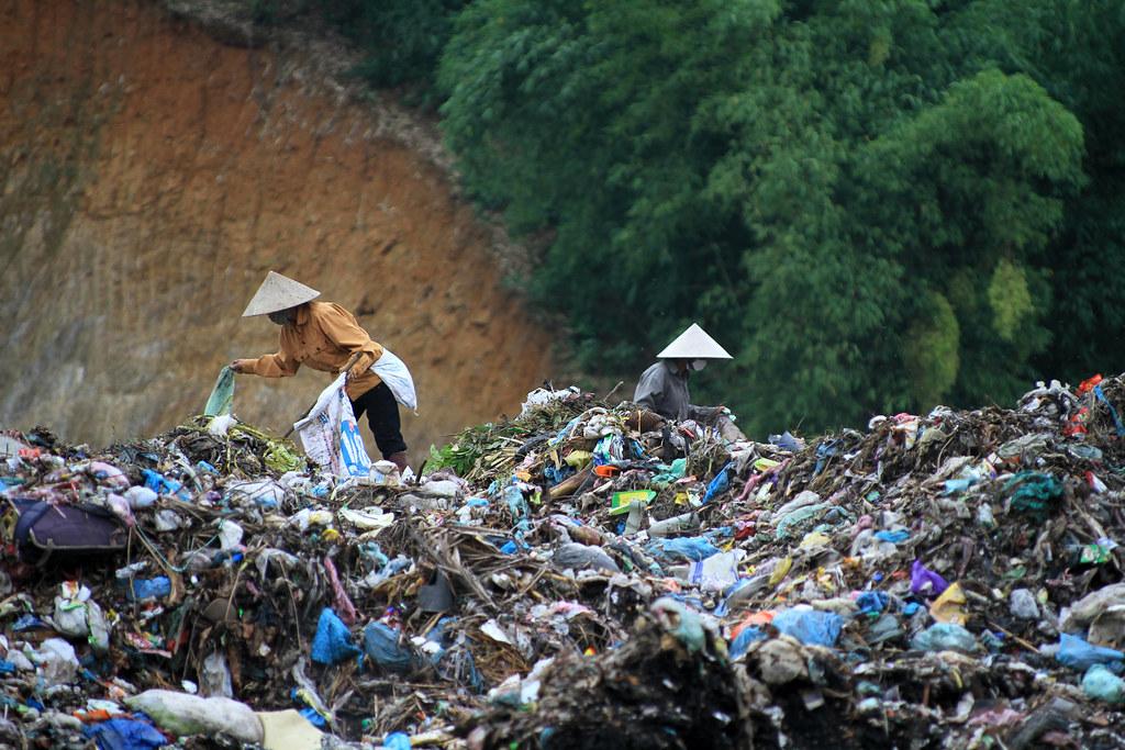 Thảm họa môi trường từ sự vô ý thức trong việc phân loại rác