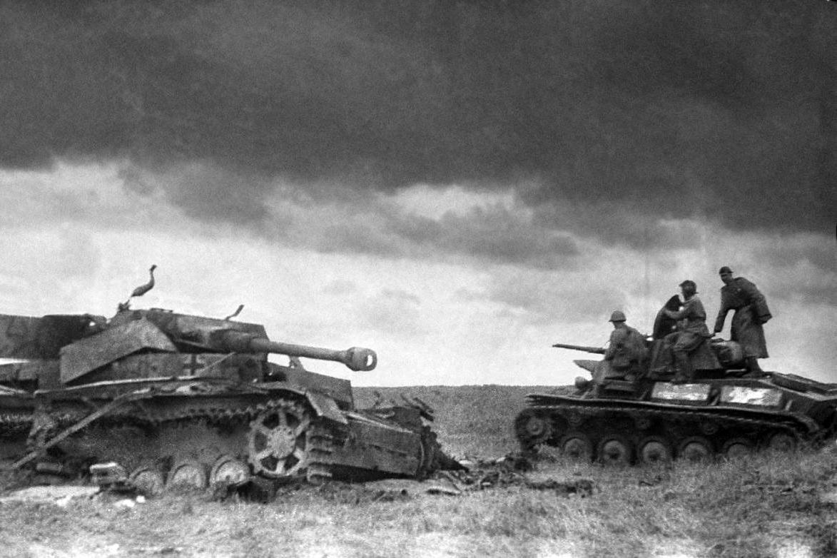 Toàn cảnh trận chiến xe tăng lớn nhất lịch sử nhân loại ở Kursk