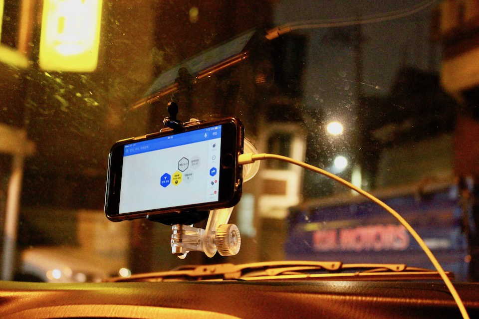 Lái xe thuê cho người say – nghề bị coi thường trong xã hội Hàn Quốc