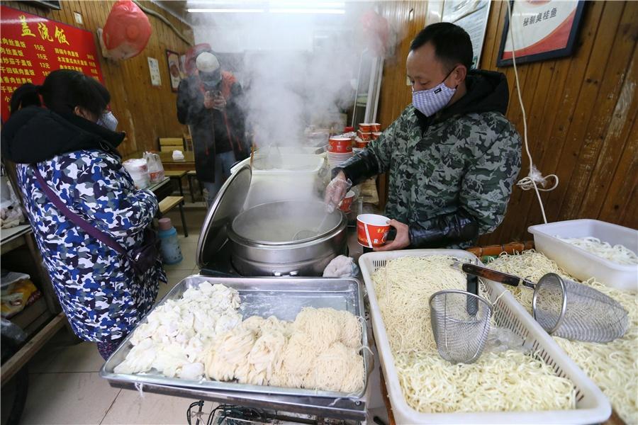 Chùm ảnh: Cuộc sống thường ngày giữa đại dịch virus Corona ở Vũ Hán