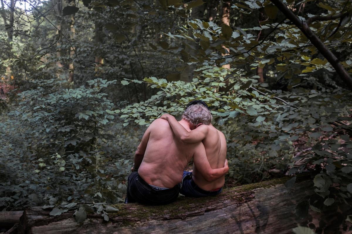 Chùm ảnh: Cuộc sống 'địa ngục' của đàn ông tị nạn phải đi bán dâm ở Berlin