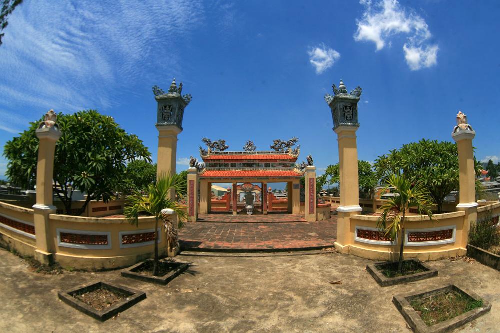 Chùm ảnh: Thăm lăng mộ danh tướng Ông Ích Khiêm ở Đà Nẵng
