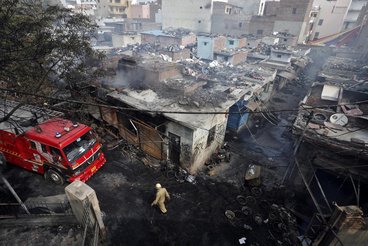 Chùm ảnh: Xung đột tôn giáo bùng phát đẫm máu ở Ấn Độ