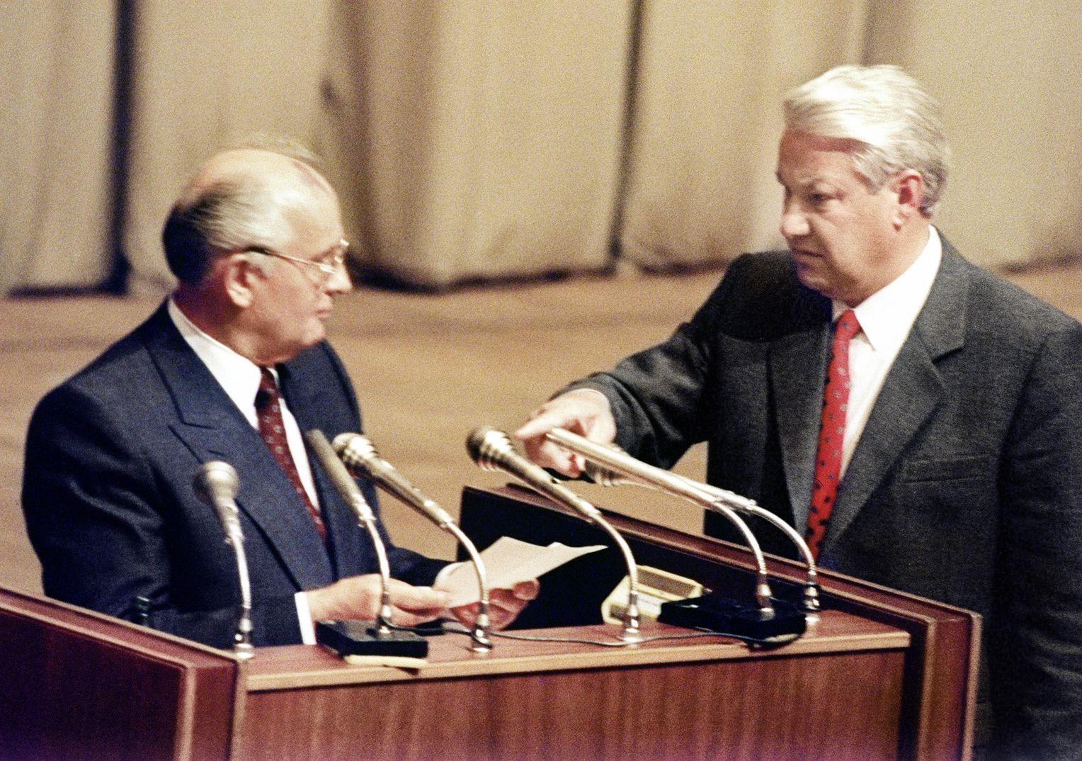 Sự phản bội lý tưởng và cái chết của Đảng cộng sản Liên Xô