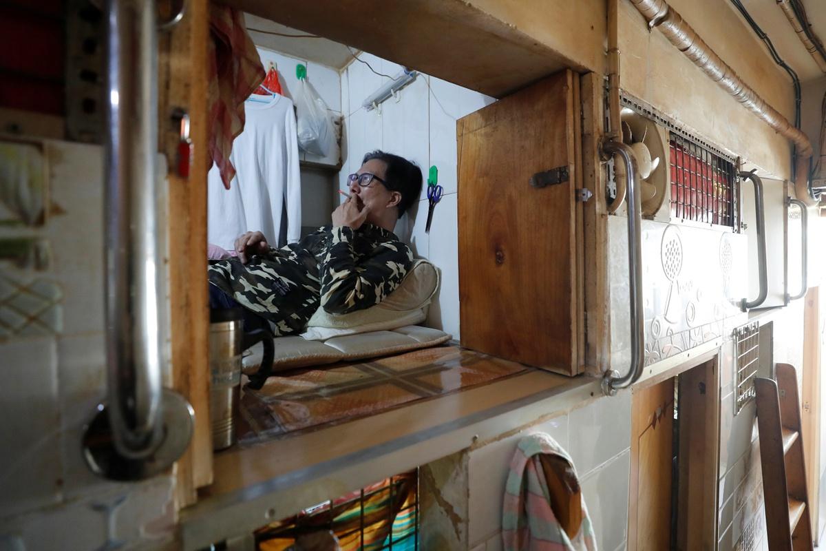 Chùm ảnh: Người nghèo Hồng Kông giam mình trong 'quan tài' thời dịch bệnh